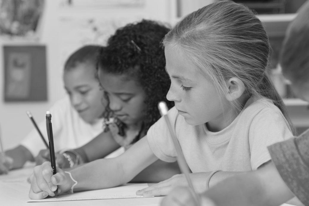 oppilaat kirjoittaa